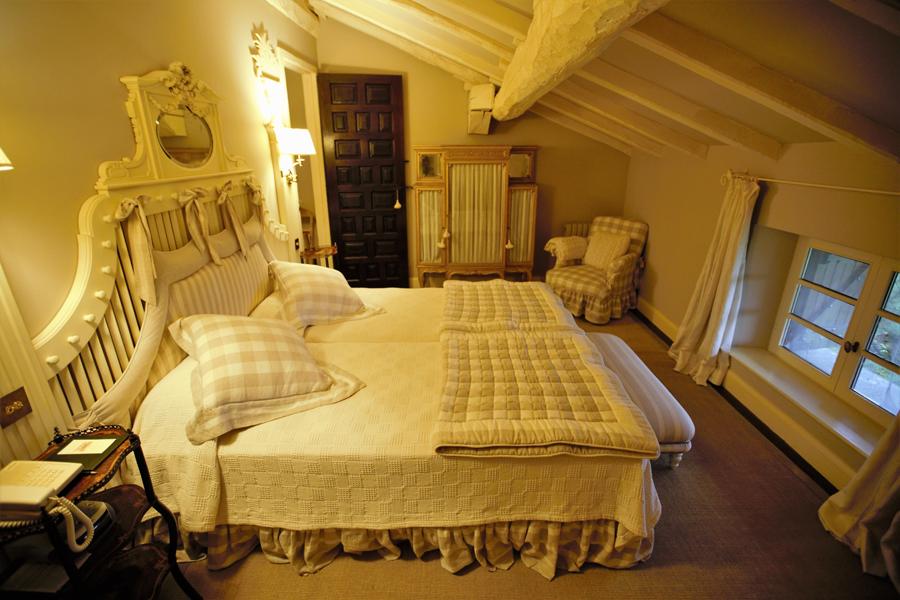 Caserio Pikamendi | White Suite
