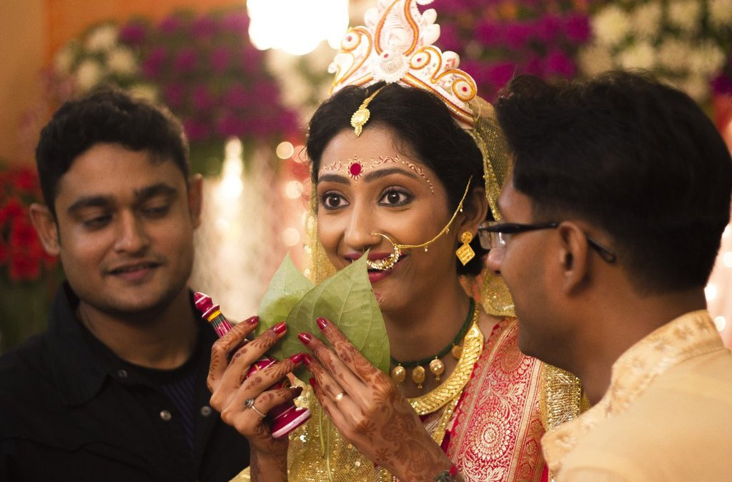 Kolkata Wedding photography the bride looking into the grooms eyes for the fist time