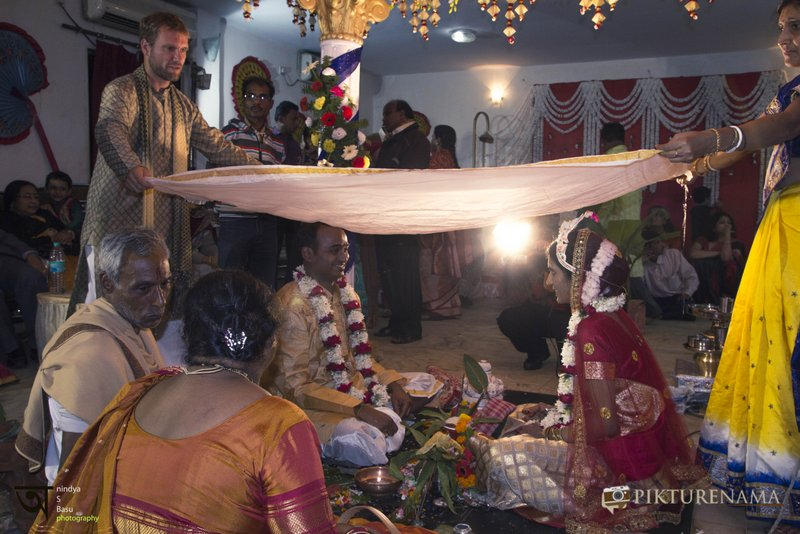 Ongoing marriage ceremony in a Bengali Hindu marriage