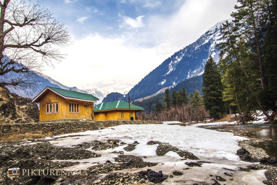 When a fan of Amrita Singh visits Betaab Valley Pahalgam