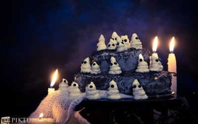 Easy Halloween ghost cake
