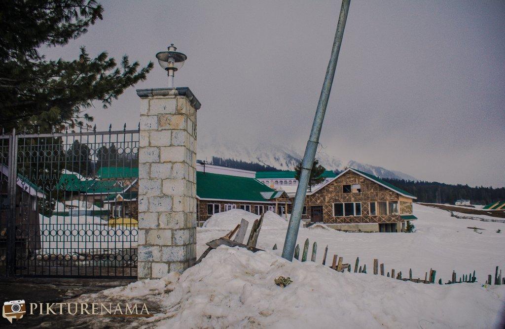 Nedous Hotel Gulmarg Kashmir - main entrance gate