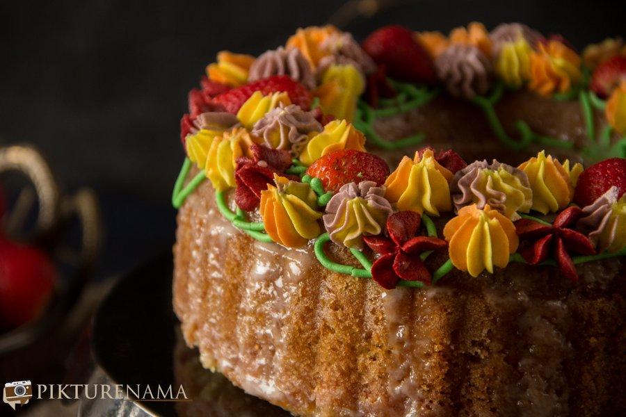 Lemon and Strawberry bundt cake for Valentine's day - 12