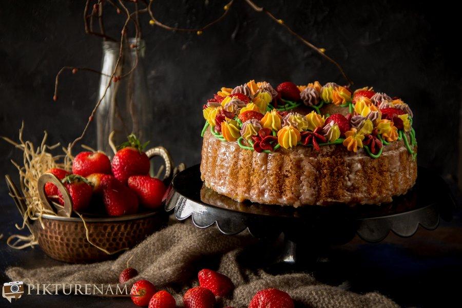 Lemon and Strawberry bundt cake for Valentine's day 3