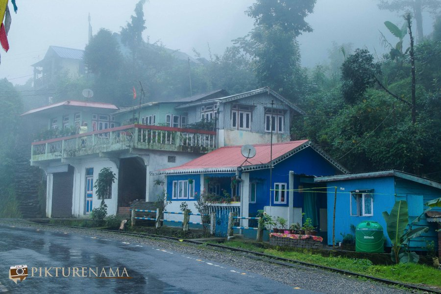 Margaret's deck tea Lounge Kurseong - train line