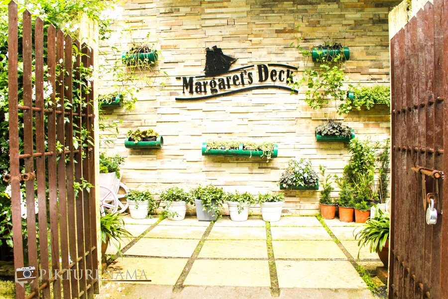 Margaret's deck tea Lounge Kurseong entrance