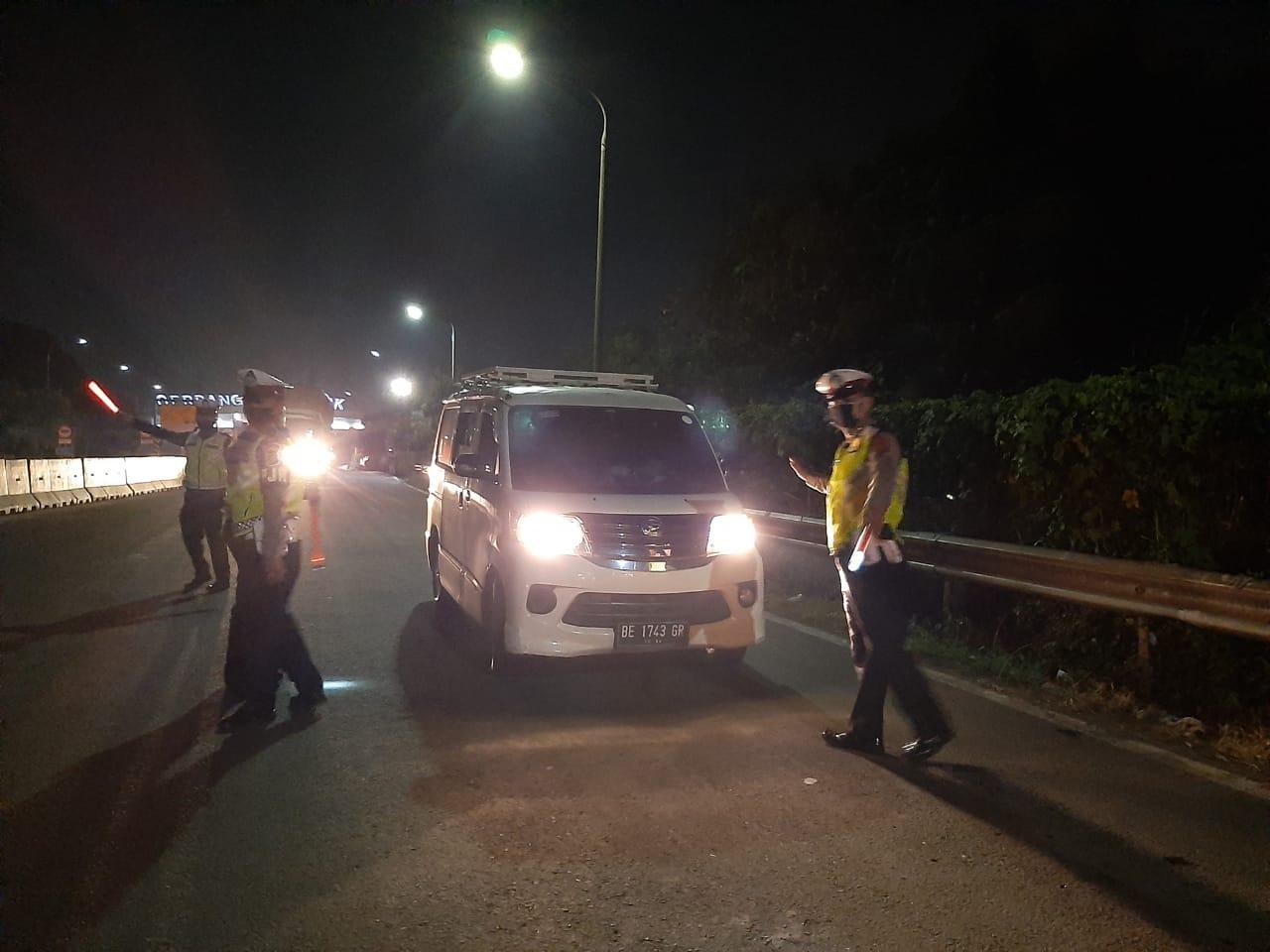 Ratusan Kendaraan Dari Jakarta Menuju Sumatera Disuruh Putar Balik