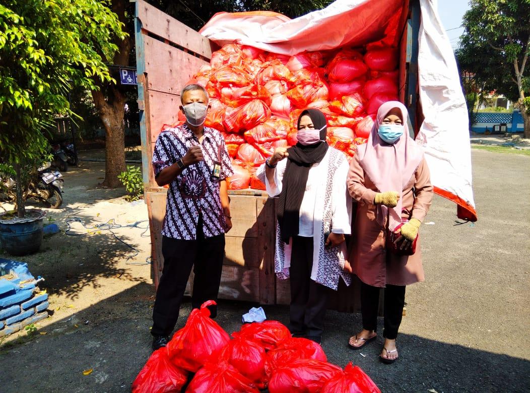 Pemkab Serang Bagikan Ribuan Paket Sembako untuk Warga yang Isoman
