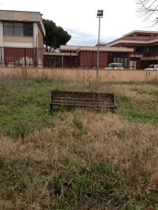 Una panchina abbandonata