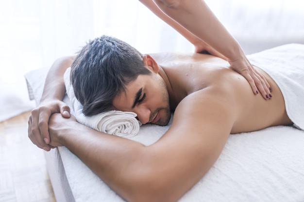 Hombre masaje