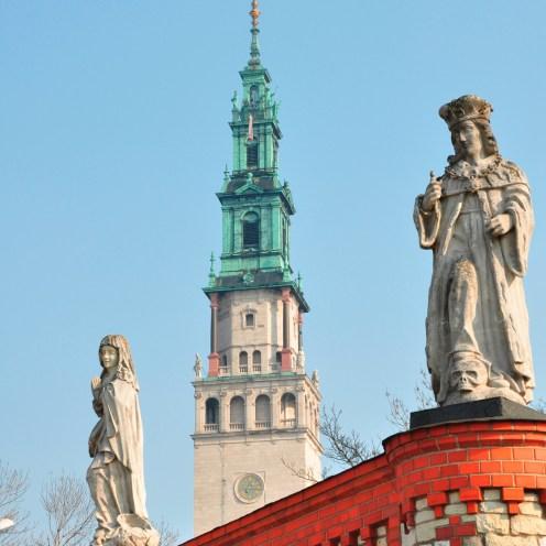 Statues at Jasna Góra Monastery, Beemwej, CC BY-SA 3.0, via Wikimedia Commons