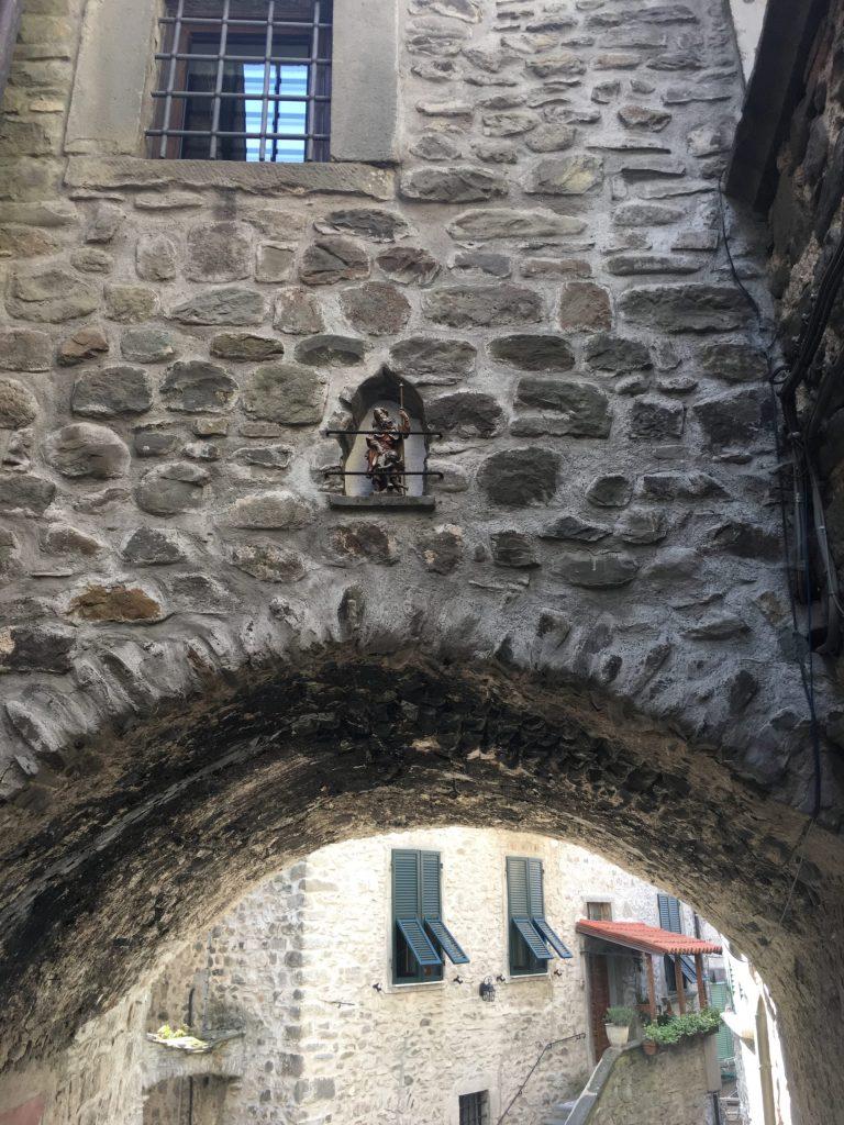 San Rocco in niche in Pontremoli