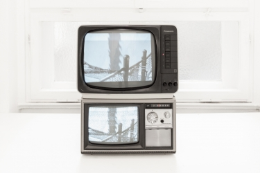 CCTV (The Royal Hawaiian) | 2014/15 | Video - 10'16 min / 2 TVs, UHF modulator, media player, pedestal, 110 x 38 x 28 cm | Photo © DMNDKT, Berlin, Germany