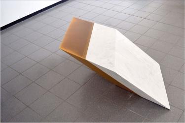 MW5 | 2016 | carrara marble, beeswax |125 x 58 x 125 cm | Photo © Umberto Corni