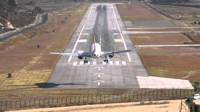 Аэропорт Паро, Бутан фото