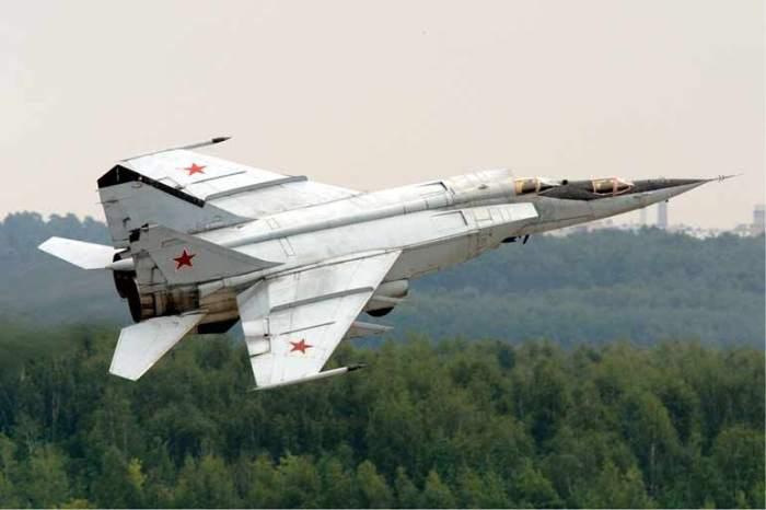 МиГ 25 скорость