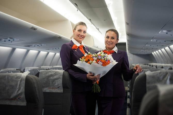 Стюардессы авиакомпании азимут