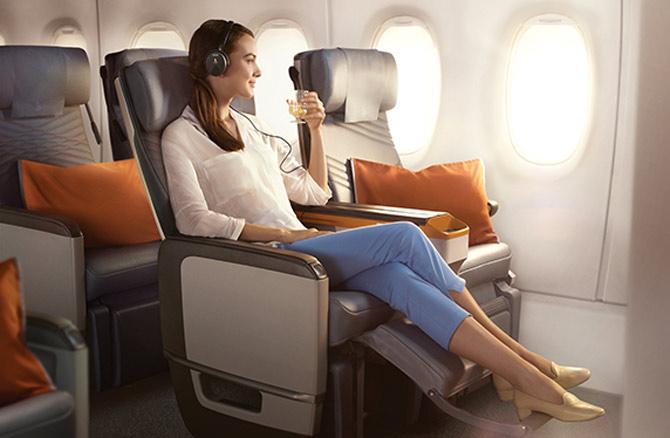 Сингапурские Авиалинии салон самолета новый эконом класс