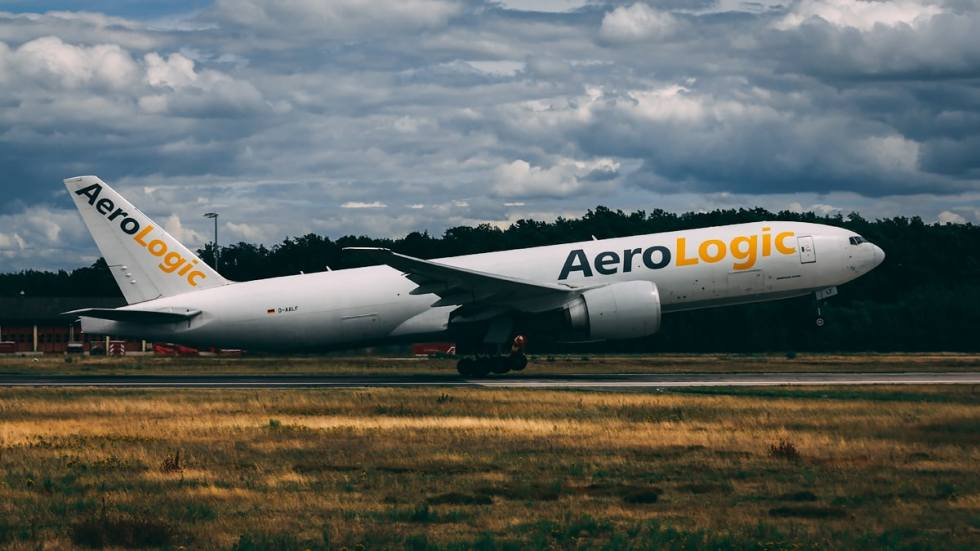 An AeroLogic Boeing 777F taking off on runway 18!