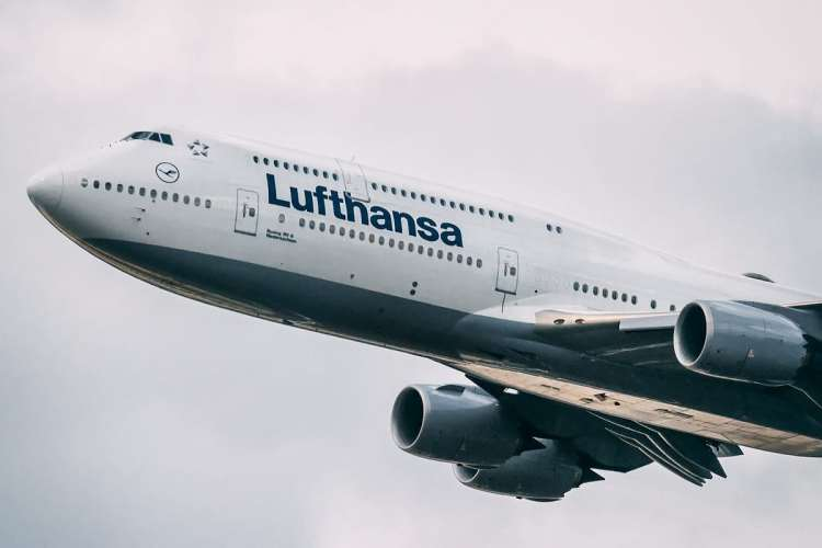 Senior First Officer: A Day As A Lufthansa 747 Pilot