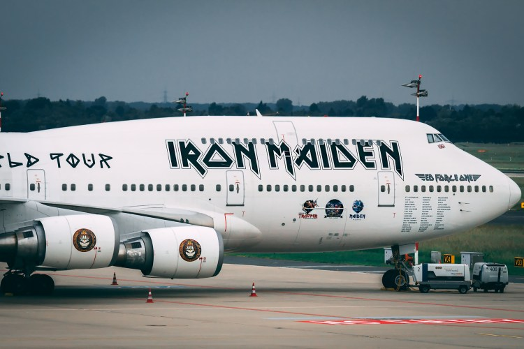 Ed Force One – The Flying Iron Maiden Tour Bus!