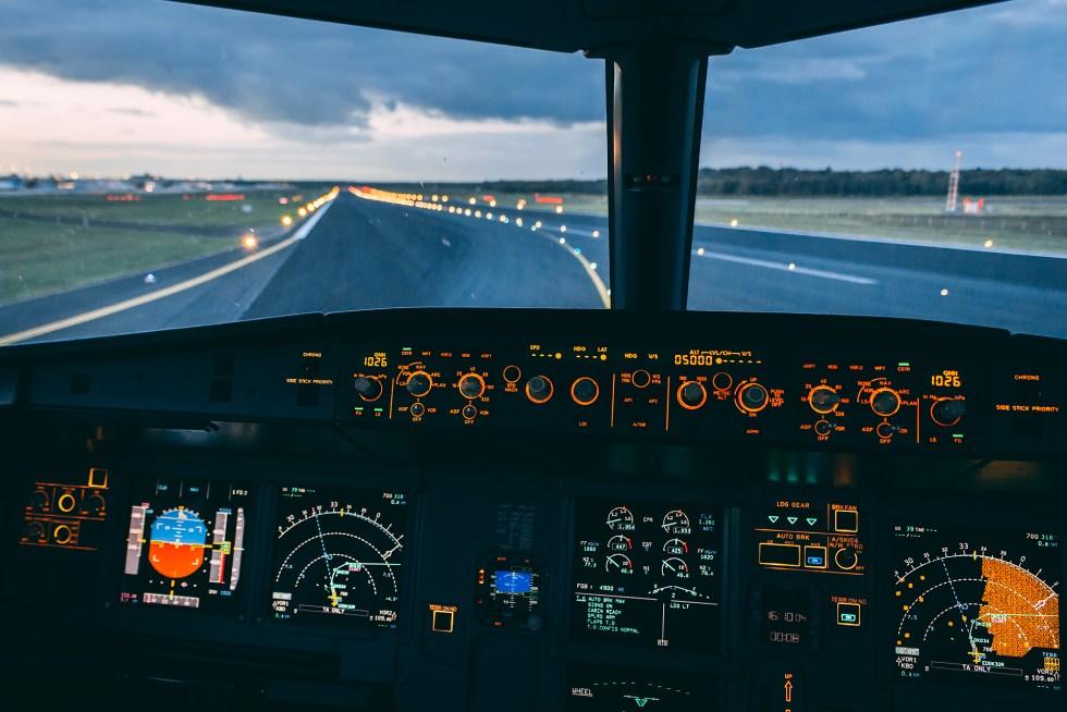 Airbus A320 Cockpit Departure out of Cologne/Bonn