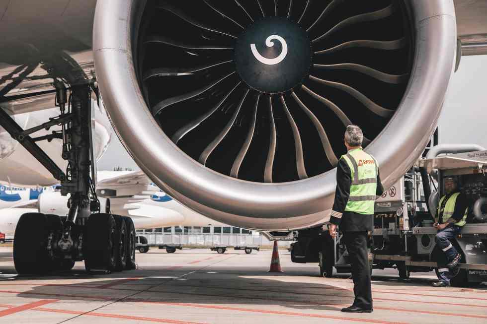 SWISS 777 GE90 engine