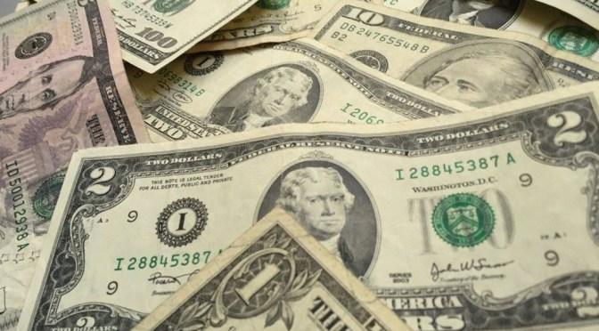 Dólar cierra semana cambiaria por debajo de los 19 pesos