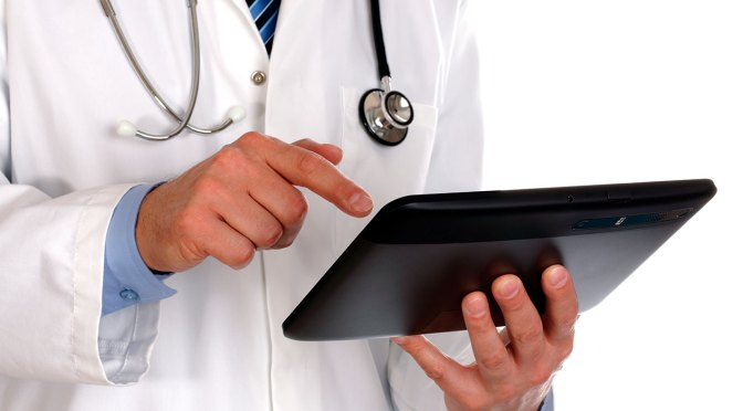 Mexicanos pagan en promedio más de cuatro mil pesos al año en salud