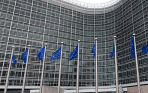 Donald Trump impone aranceles a Unión Europea por 7 mil 500 millones de dólares