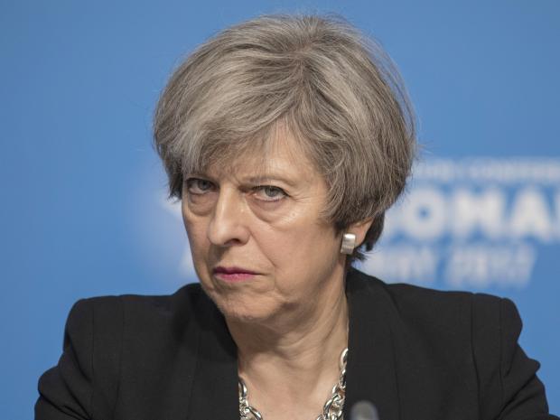 """Gobierno británico logra acuerdo para salida """"suave"""" de Unión Europea"""