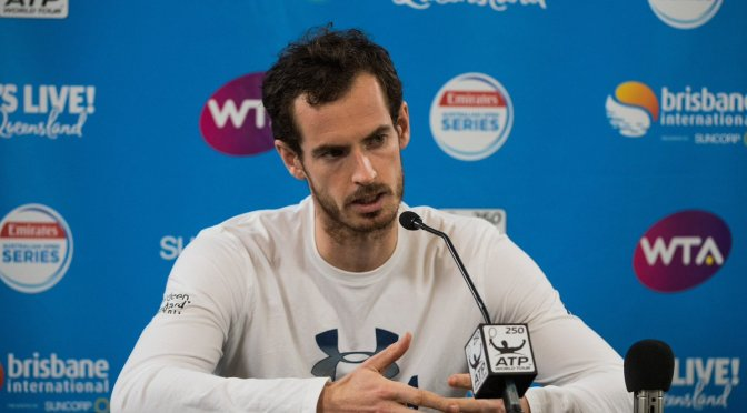 Andy Murray vuelve a practicar en cancha ocho meses después