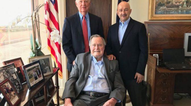 Se reúne Carlos Salinas con George Bush; hablan sobre el TLCAN