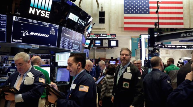 Cae mercado accionario de EUA tras amenaza de guerra comercial de Trump