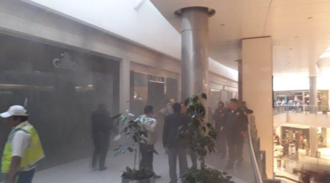 Desalojan a mil 500 personas por incendio en Plaza Coyoacán