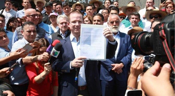 Senadores plantean sustitución de Ricardo Anaya como candidato