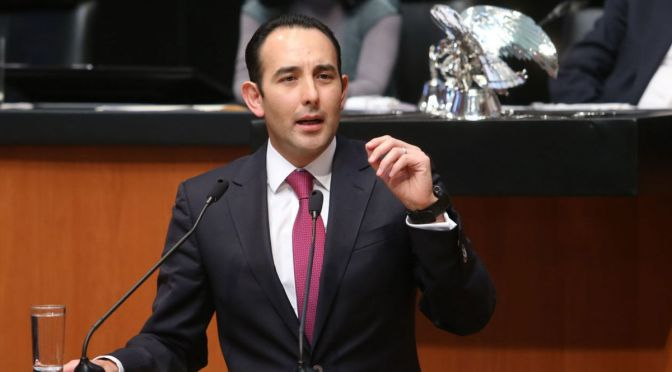 Roberto Gil dejará el Senado para dedicarse a la docencia