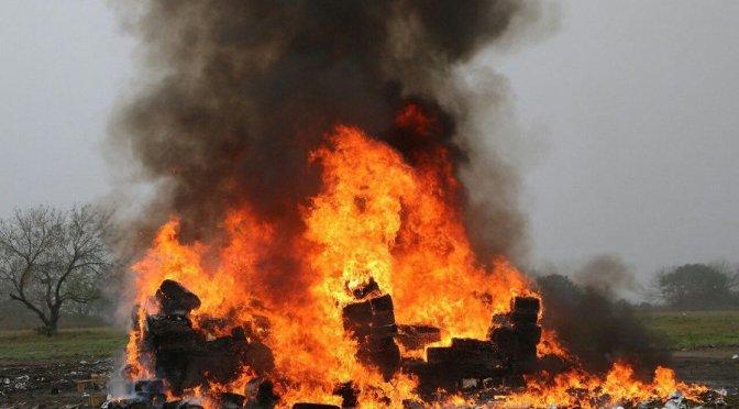 Reportan al menos dos muertos por explosión de polvorín en Tultepec