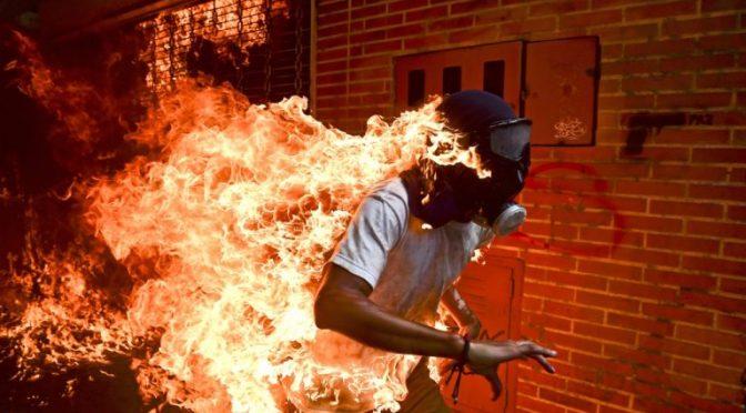 Imagen de venezolano en llamas, entre las nominadas a mejor foto del año