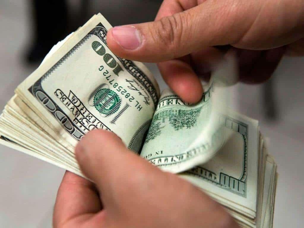 Dólar abre hasta en $20.85 a la venta en bancos de la capital