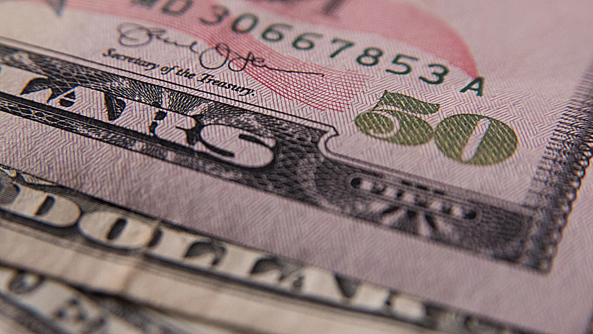 Dólar revierte pérdidas, abre en $19.17 a la venta en bancos capitalinos