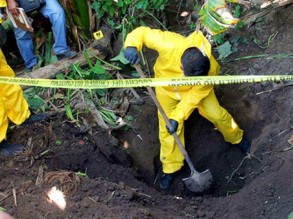 Las fosas clandestinas son una inmensa herida nacional