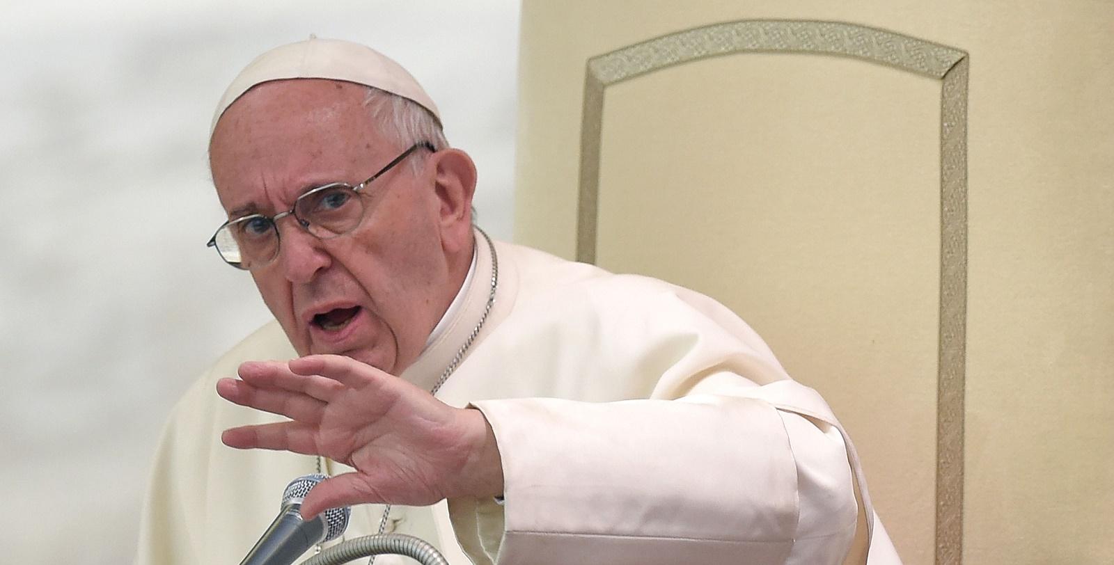 """Aborto es """"contratar un sicario para resolver un problema"""": Papa"""