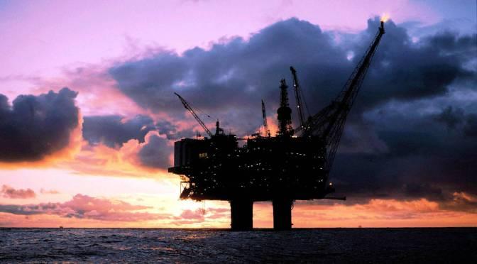 Petróleo avanza en inicio de semana