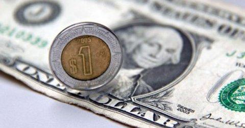 El peso cerró la sesión con una depreciación de 0.36% o 6.8 centavos, cotizando alrededor de 19.06 pesos por dólar