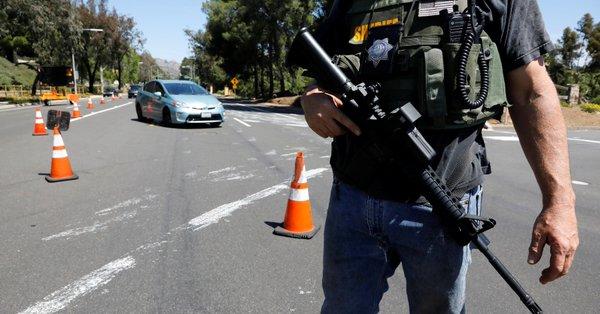 Agresor de sinagoga en California evocó matanza de Nueva Zelanda