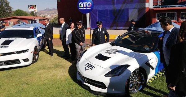 Guanajuato estrenó nuevas patrullas… Son mustangs, camaros, corvettes…