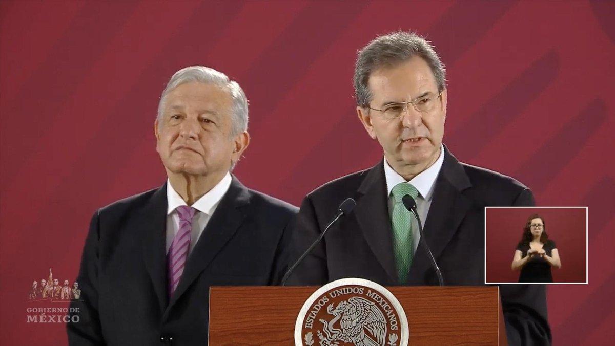 El titular de la SEP, Esteban Moctezuma, reconoció retrasos en la impresión de libros de texto gratuitos