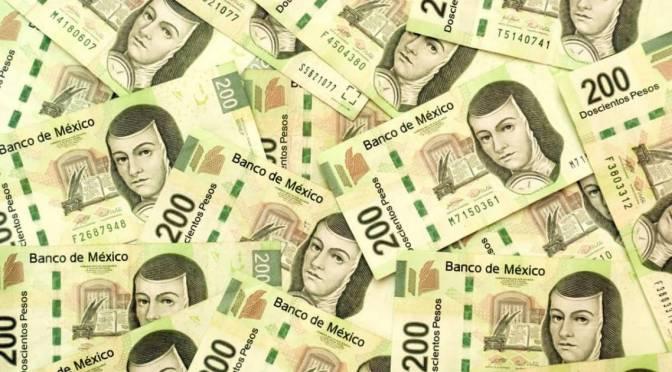 Peso retrocede ante incertidumbre por plan de negocios de Pemex