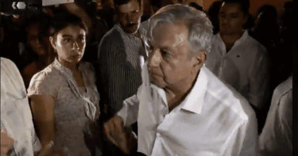"""""""No merezco este trato"""" respondió López Obrador a manifestantes en San Luis Potosí"""